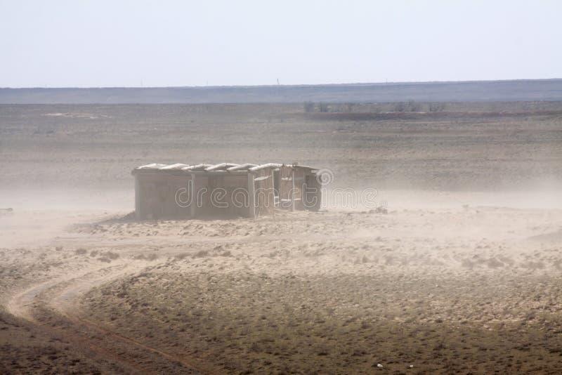Download Покинутый амбар в пустыне стоковое изображение. изображение насчитывающей здоровье - 40583559