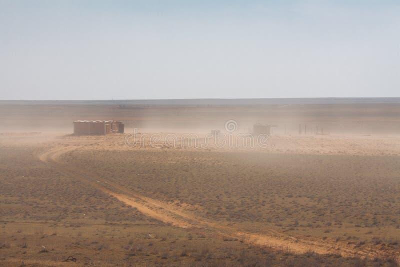 Download Покинутый амбар в пустыне стоковое фото. изображение насчитывающей засужено - 40583748