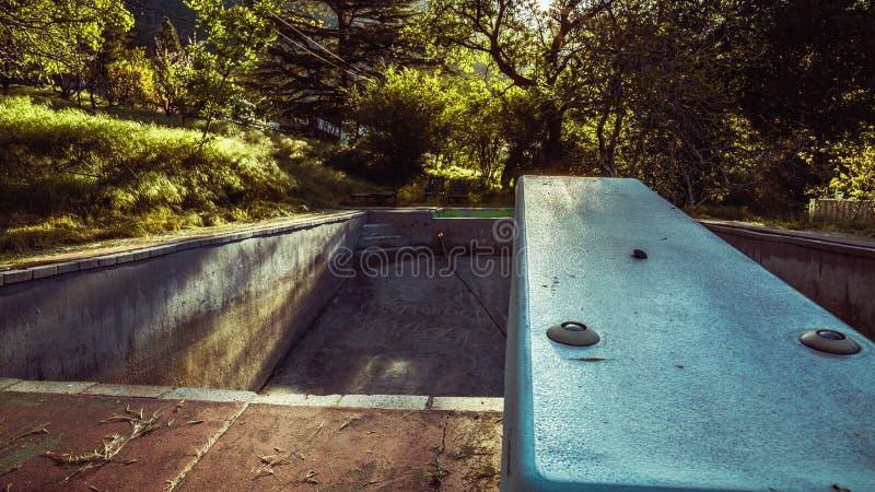 Покинутый бассейн стоковые изображения rf