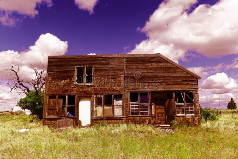 Покинутый деревянный дом стоковое изображение rf