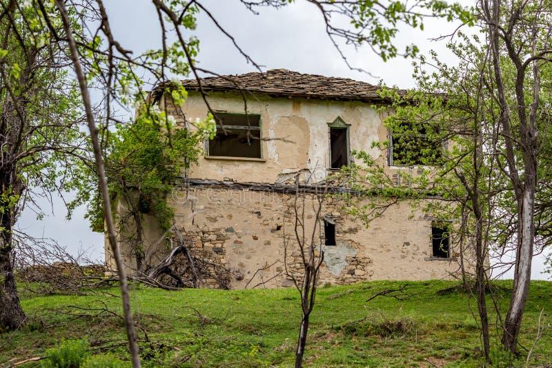 Покинутый каменный дом, Болгария, гора Rhodope стоковые фото
