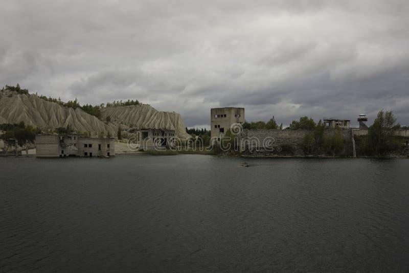 Покинутый каменный карьер минирования в Vasalemma, Эстонии стоковые изображения rf