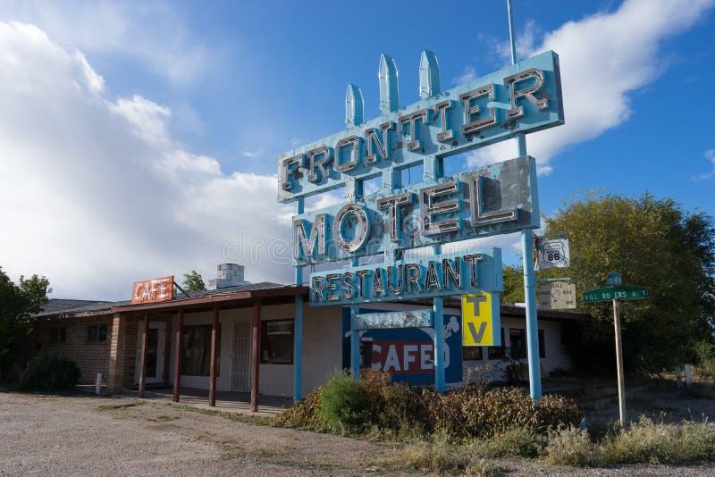 Покинутый мотель на трассе шестьдесят шесть Аризоне стоковая фотография rf