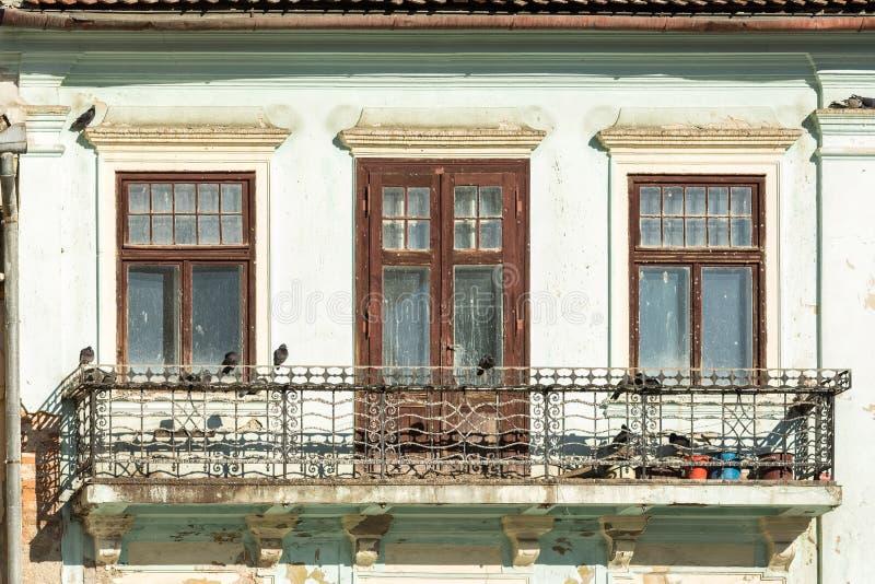 Download Покинутый общий средневековый дом Стоковое Изображение - изображение насчитывающей крыша, художничества: 37925181