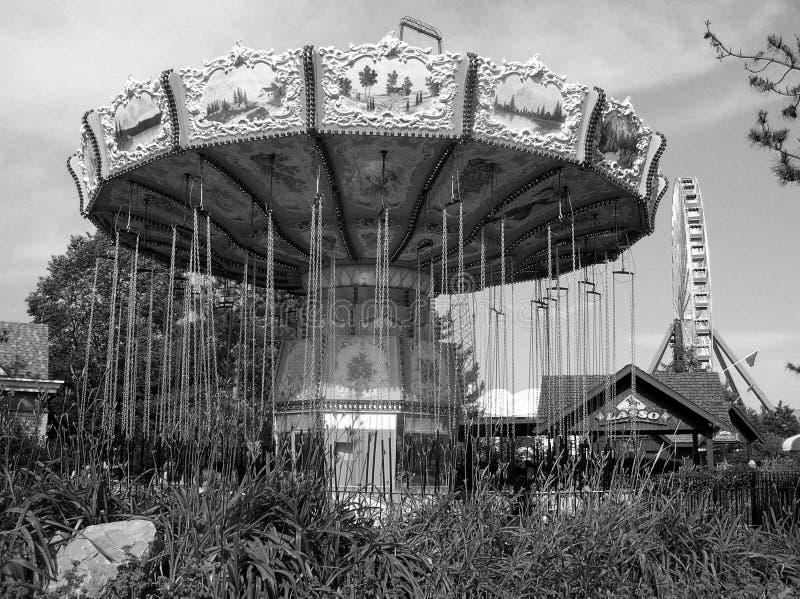 покинутый парк атракционов стоковая фотография