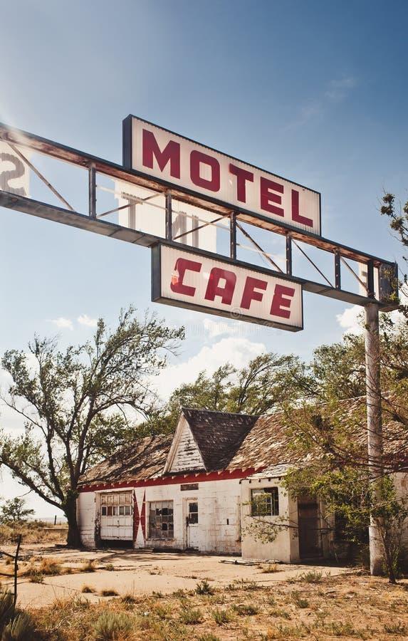 Покинутый ресторан на трассе 66 стоковые изображения