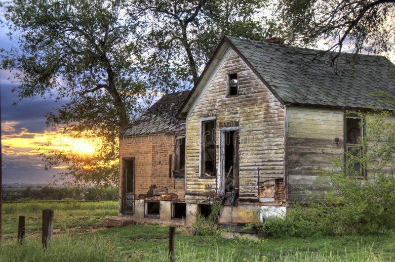 покинутый сельский дом стоковое фото rf