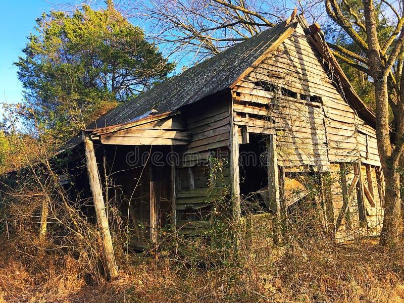 покинутый сельский дом стоковое изображение