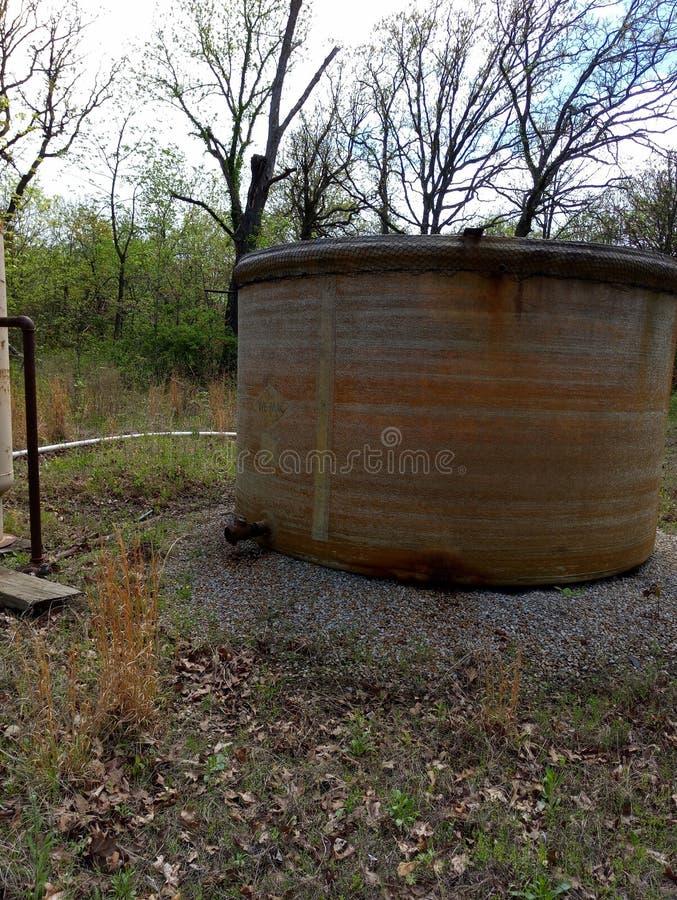 Покинутый танк удерживания на моей земле стоковое фото