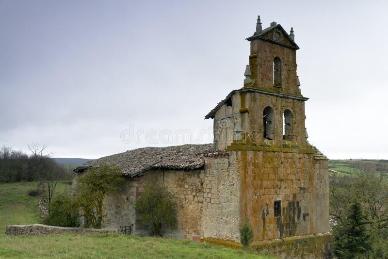 покинутый romanesque церков стоковое изображение rf