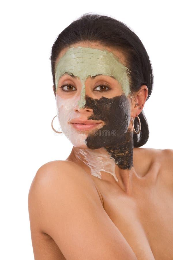 покрасьте этническую лицевую женщину skincare маски стоковое изображение
