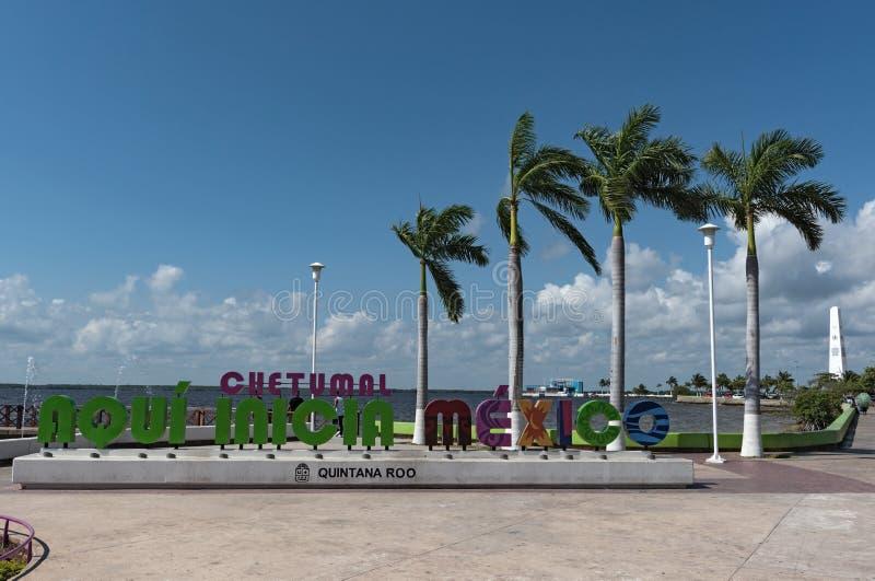 Покрашенная литерность мексиканского города Chetumal, Quintana Roo, Мексики стоковые изображения rf