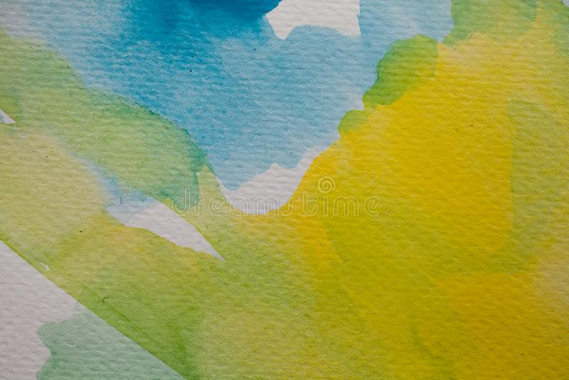 Покрашенная рукой предпосылка акварели Желтые и голубые ходы щетки акварели на текстурированной бумаге иллюстрация штока