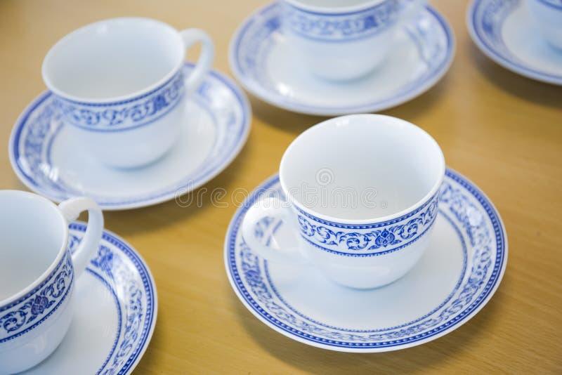 Покрашенная тайская конструированная чашка кофе и чая стоковое фото rf