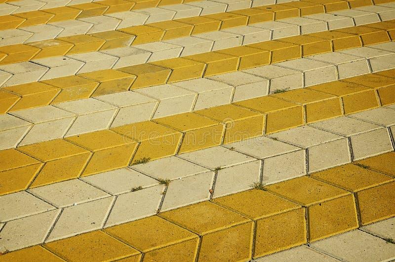 Покрашенная checkered плитка на улице стоковые фотографии rf