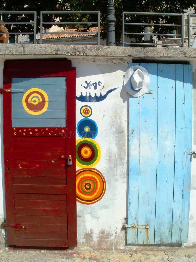 Покрашенные двери стоковая фотография