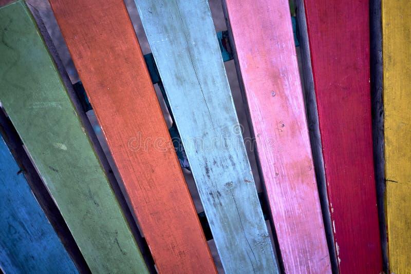 Покрашенные деревянные планки в стенде стоковое фото rf