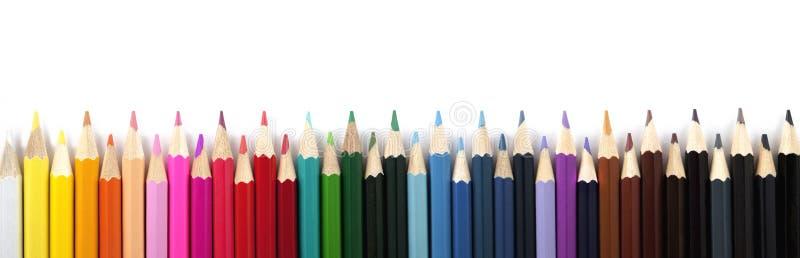 Покрашенные карандаши на белой предпосылке панорама стоковые фотографии rf