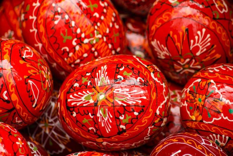 покрашенные пасхальные яйца красными стоковые изображения rf