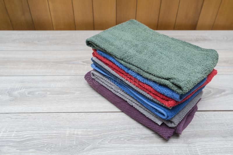 покрашенные полотенца стоковое изображение