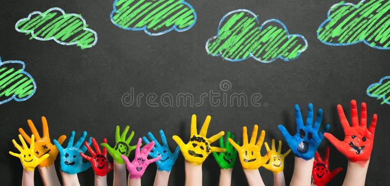 Покрашенные руки детей стоковое фото rf