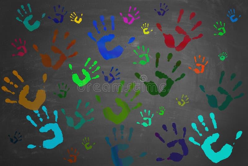 Покрашенные руки напечатанные на классн классном стоковые фото