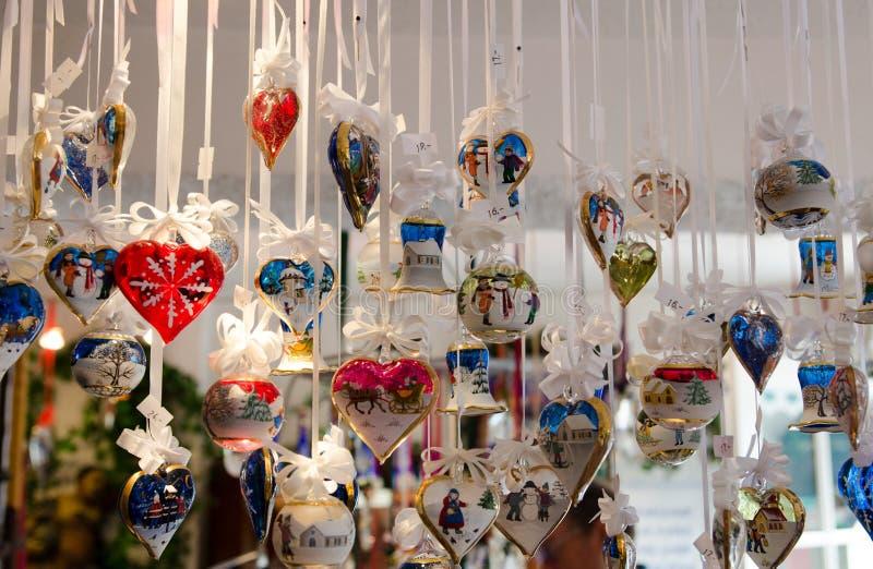 Покрашенные стеклянные украшения рождества стоковая фотография