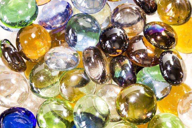 покрашенные стеклянные камни Камешки моря стоковое изображение rf