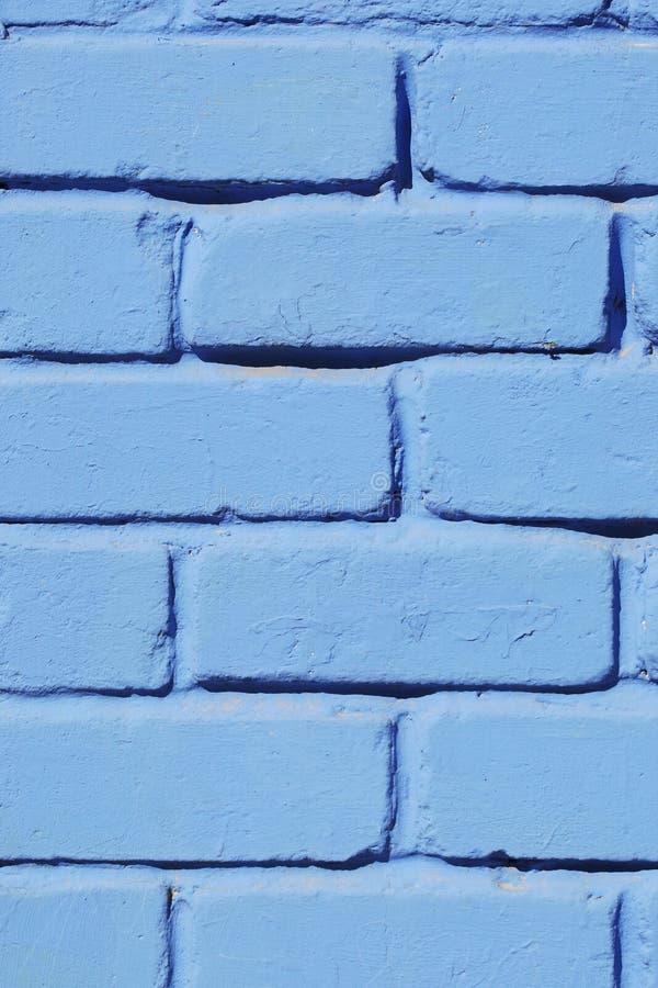 Покрашенный кирпичной стеной голубой конец-вверх краски Справочная информация стоковое фото