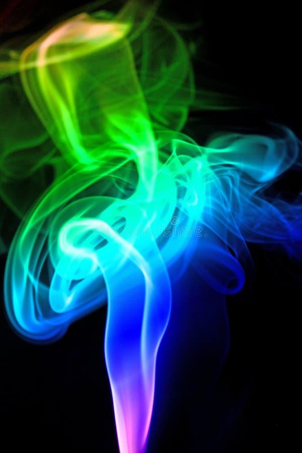 Покрашенный дым изолированный на черной предпосылке стоковое фото rf