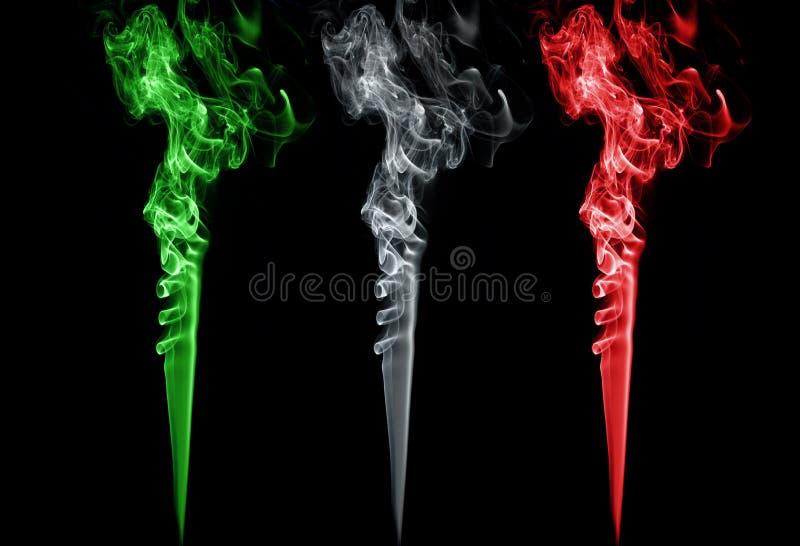 Покрашенный дым. Цвета флага Италии стоковое фото rf