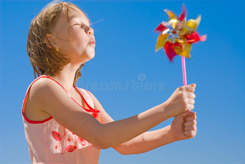 покрашенный pinwheel девушки стоковое фото