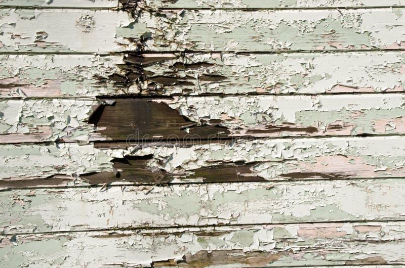 Покрашено слезать деревянные панели стоковое фото