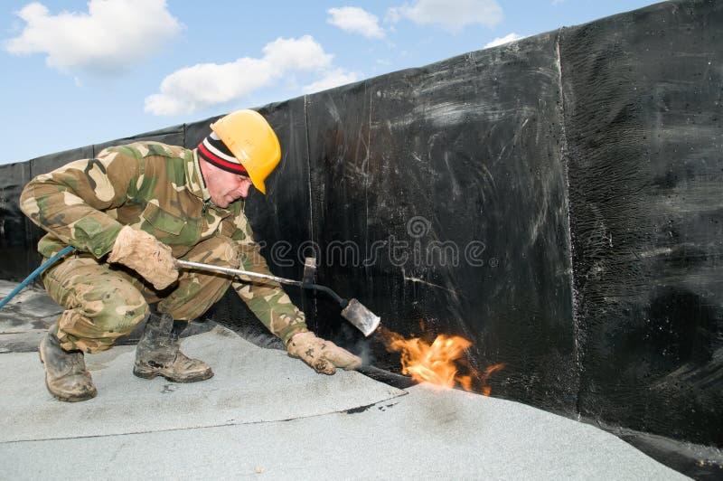 покрывать работы плоской крыши стоковая фотография rf