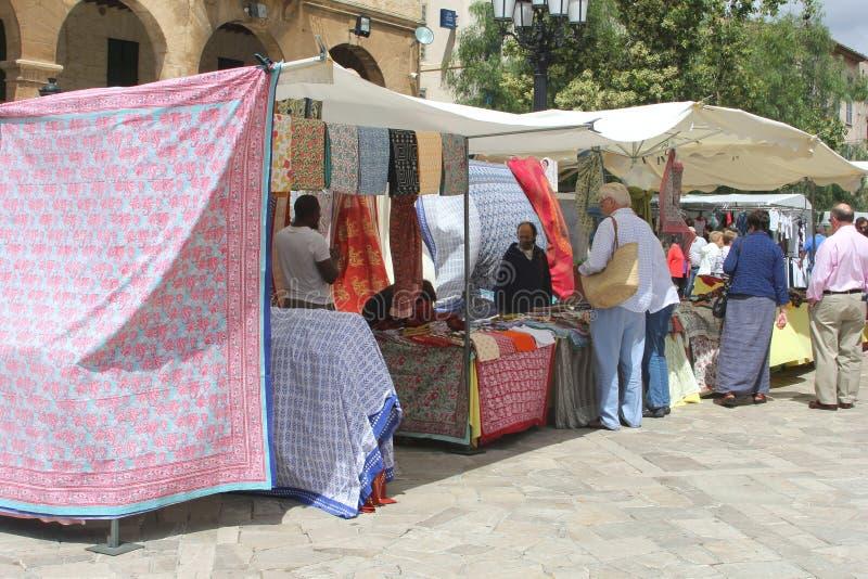 Покрывала для продажи на рынке в Inca, Мальорке, Испании стоковое фото