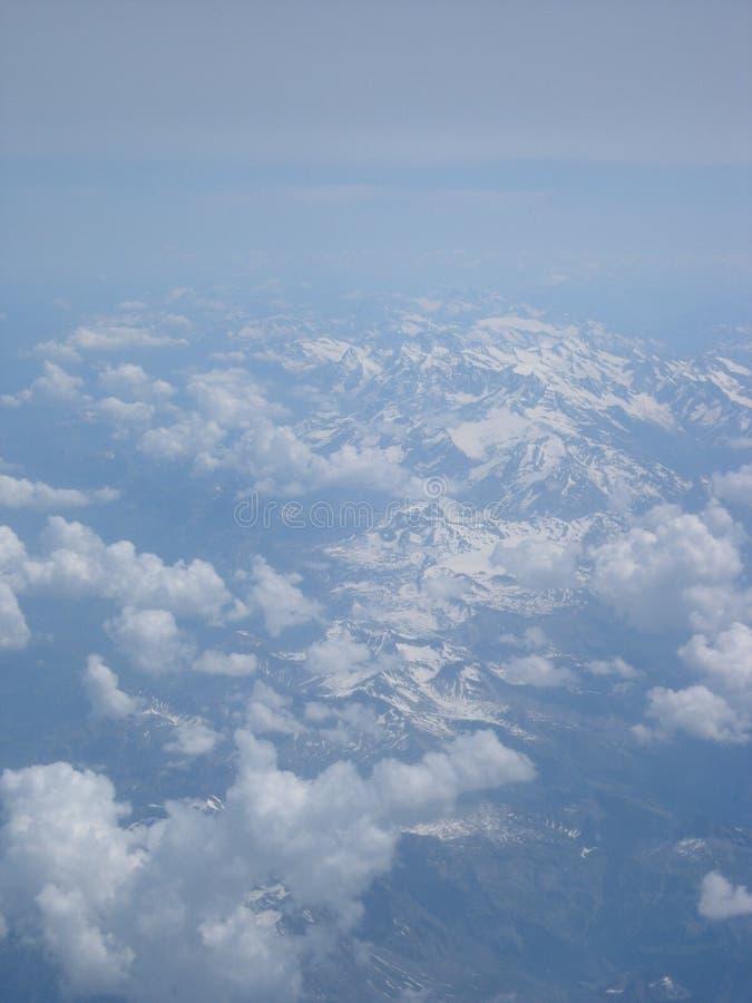 покрынный снежок гор стоковое изображение rf