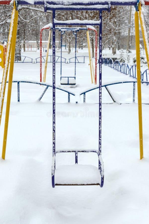 покрытые Снег качания ` s детей зима температуры России ландшафта 33c января ural стоковое изображение rf