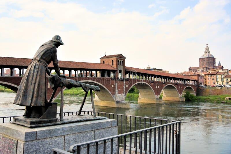 Покрытый мост Павии в Италии стоковые изображения