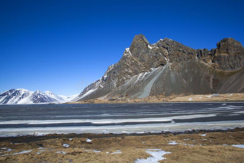 покрытый Снег вулканический ландшафт горы стоковые фотографии rf