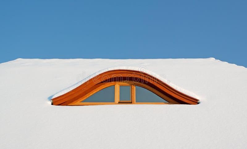 покрытый снежок крыши стоковые изображения rf
