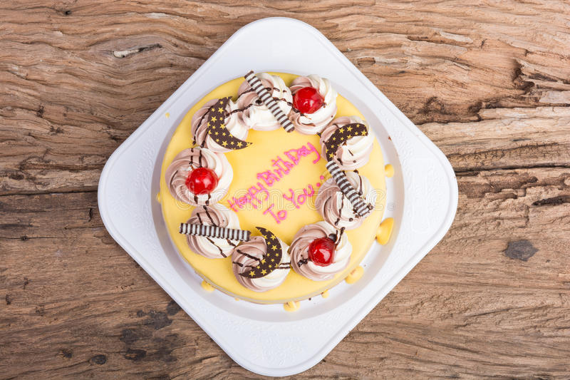 Покрытый шоколадный торт дня рождения с бананом стоковые фотографии rf