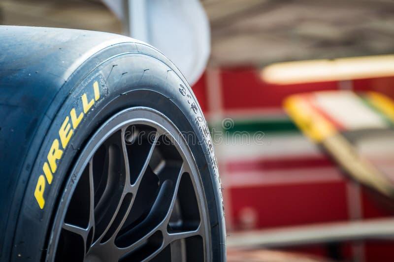 Покрышки Pirelli в цепи de Барселоне, Каталонии, Испании стоковые изображения