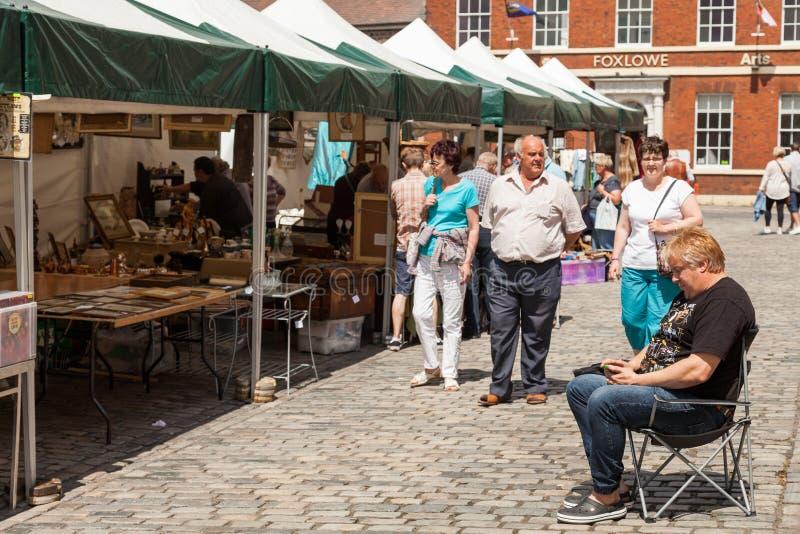 Покупатели на рынке Leek's под открытым небом стоковые фото