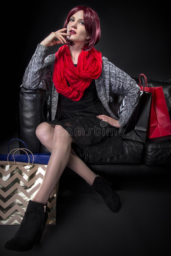 Покупатель отдыхая на кресле стоковые изображения