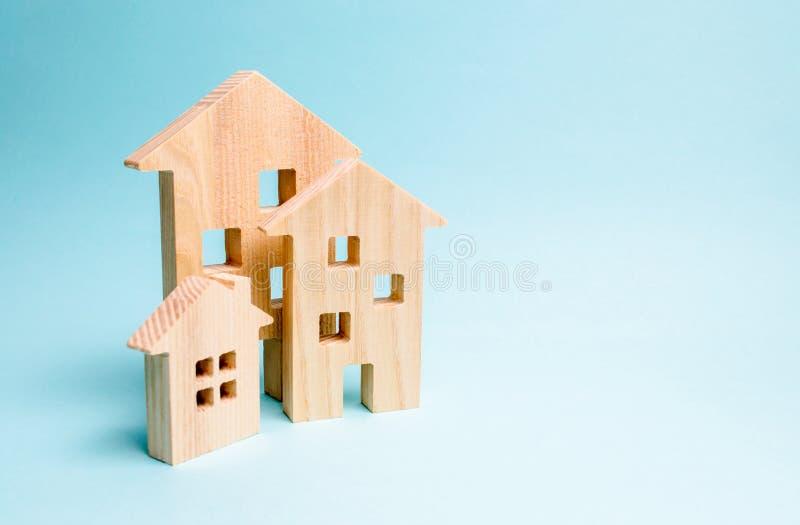 Покупающ и продающ недвижимости, конструкции Квартиры и квартиры Город, поселение minimalism Для представлений стоковые фотографии rf