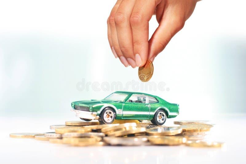 покупая автомобиль стоковое фото