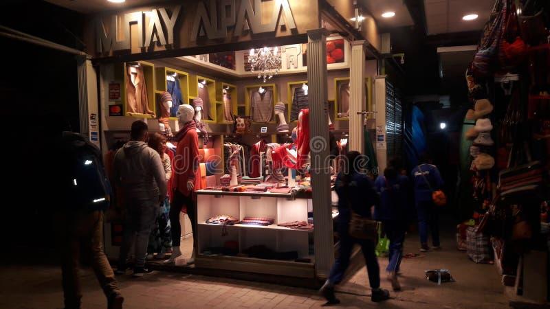 Покупая перуанская мода в Machu Picchu стоковая фотография rf