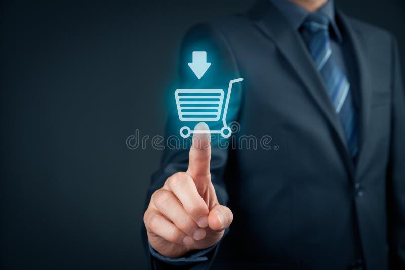 Покупка на e-магазине стоковые изображения