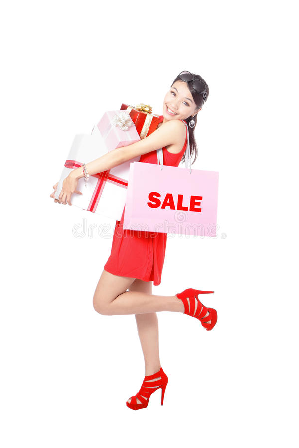 покупка подарка мешка счастливая принимает женщину стоковые изображения
