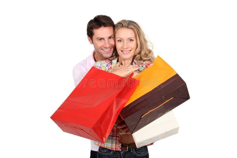 покупка удерживания пар мешков стоковые фотографии rf